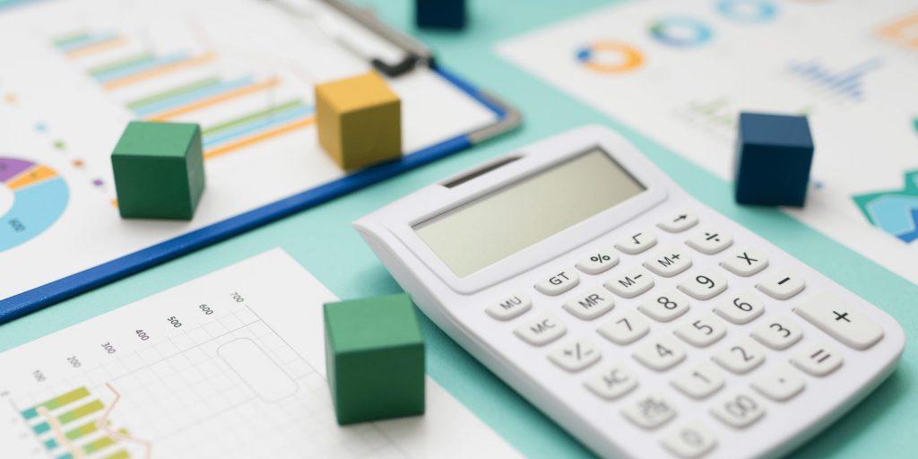 遺産分割協議が成立し、賃貸アパートを相続する人が確定した時点からは、賃貸アパートの相続人がその家賃を受け取ります。
